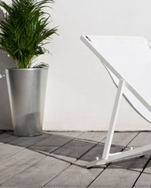 ... Desde el inicio, el objetivo de Bivaq fue crear y desarrollar colecciones de exterior que se diferenciaran de las tendencias estándares que existían en el mercado, destacando el confort y la calidad. Con una clara vocación por la calidad, los productos de Bivaq se distinguen por los materiales innovadores utilizados, su larga duración y la simplicidad de su diseño. De esta forma, ayudar a disfrutar de una forma más confortable y relajada el estilo de vida.