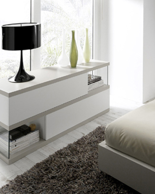 ... Fundada en 1980, la empresa siempre ha tenido como objetivo principal la fabricación personalizada de dormitorios y armarios, proporcionando acabados en maderas naturales y materiales de alta calidad; ofreciendo a su vez las soluciones de flexibilidad en medidas y acabados que exigen las circunstancias actuales.