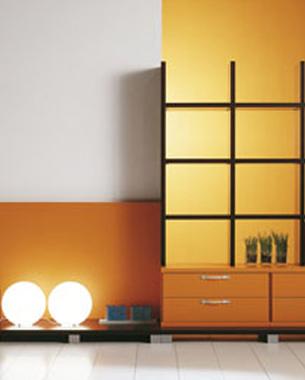 ... LINEAS HOY representa la perfecta combinación de calidad y diseño en la creación de mobiliario vanguardista. La sencillez de sus líneas se completa con la alta calidad de la materia prima, exhaustivamente seleccionada. Además la alta versatilidad de los muebles, junto a la amplia variedad de acabados y frentes se suma a las ventajas de disponer de una gran cantidad de colecciones que completan la marca.