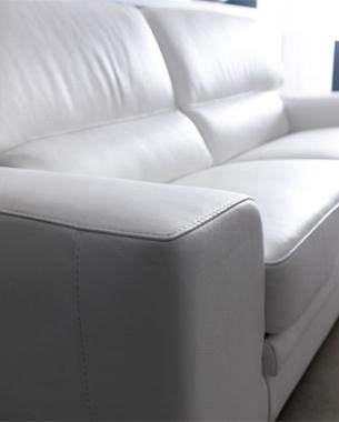 ... Sin olvidar su pasado, Rosini ha creado y sigue creando mobiliario de alta calidad y belleza.Un producto único, que se divide en sus colecciones moderno y clásico, y que persigue las más innovadoras ideas en el mundo del mobiliario.