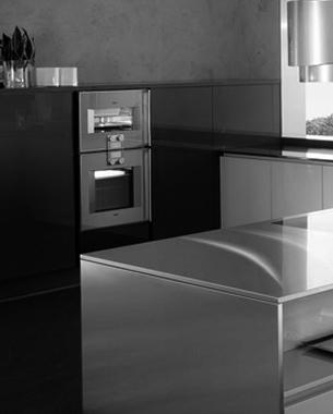 ... Proyecto interprete de la limpieza de las formas. Nuestra filosofia productiva no contempla la decoración como elemento adicional y redundante. El diseño de Area se distingue por la ausencia total de tiradores en todos los tipos de abertura, por la flexibilidad de todos los modelos BONTEMPI, por las infinitas posibilidades de personalización de los lacados de sus puertas, golas y zocalos, por la capacidad de formar una cocina totalmente suspendida y con la capacidad de integrar totalmente el ambiente de la cocina con el de la sala de estar.